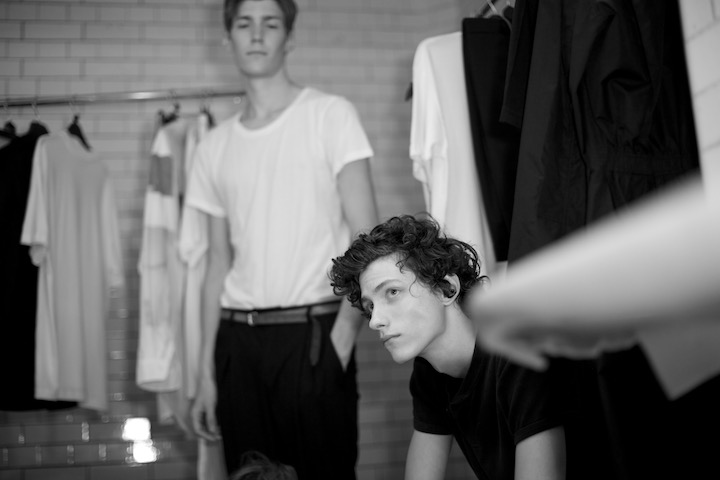 backstage, models waitng for the show at Lou dalton s14, image by akin abayomi