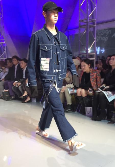 "Model for R.Shemiste show at Seoul Fashion Week, DDP, ""HERA"" FW, asian fashion, Seoul S.Korea, Image credit Akin Abayomi/Livingfash Media."