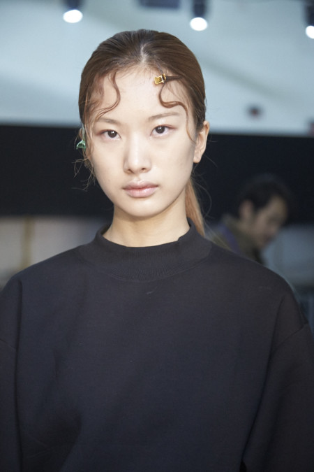 Seoul Fashion Week SS16, LOW CLASSIC 로우클래식 , backstage, behind the scenes, makeup, image credit Akin Abayomi/Livingfash Media, Seoul, Korea.